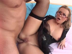 Dirty hoe riding the cock anally