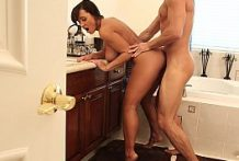 Sluty Mature Lisa Ann Wants Young Dick