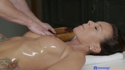 Oiled Body Alicia Gets Fuck With Her Masaeur