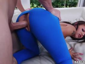 Horny Guy Gets Drilled Yoga Girl Holly Hendrix On Pants