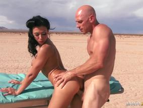 Johnny Sins Fuck Rachel Starr S Ass On Desert