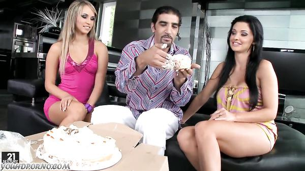 Threesome By Sexy Milf Aletta Ocean And Firend
