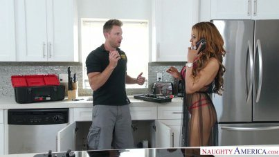 Sexy Fitt Latina Girl Luna Star Gets Wants A Plumber