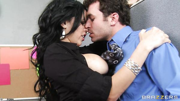 Worker Gets Fuck Sexy Latina Secretary Diamond Kitty