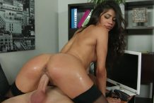 3016 Brunette Secretary Veronica Rodriguez Shows Latina Performance