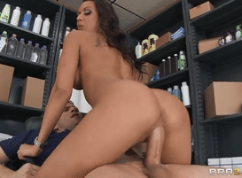 3069 Sex Company Worker Rachel Starr Gets Show How To Fuck
