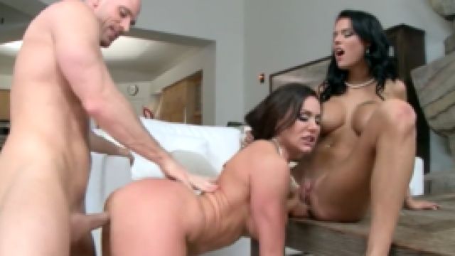 3186 Fuck Kendra Lust And Peta Jensen Together Because Threesome Is Best