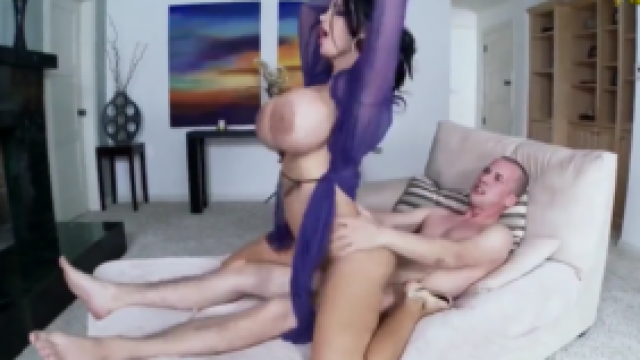 3217 Mega Tited MILF Amy Anderssen Gets Play With Cock
