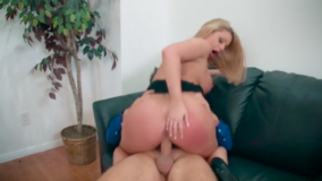 3261 Brooklyn Chase Makes Awesome Blowjob