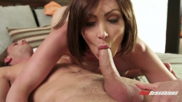 3372 Stephmom Is Very Horny And She Again Wants Hard Sex