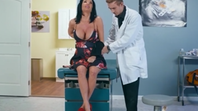 3292 Hot Mommy Veronica Avluv Will Feel Amazing In Doctor Room