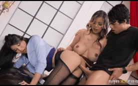 3521 Threesome By Teens Yurizan Beltran And Brenna Sparks