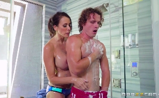 128-Exclusive-Let's Take A Shower With Mature Mommy
