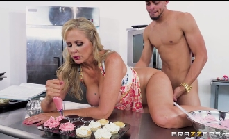 117-Exclusive-Cook For Me And Suck My Cock