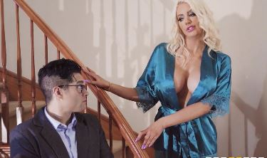 153-Exclusive-Nicolette Shea's Slicon Tits In The Bathroom