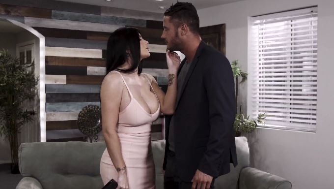 333-Exclusive – My Hot Pornstar Romi Rain