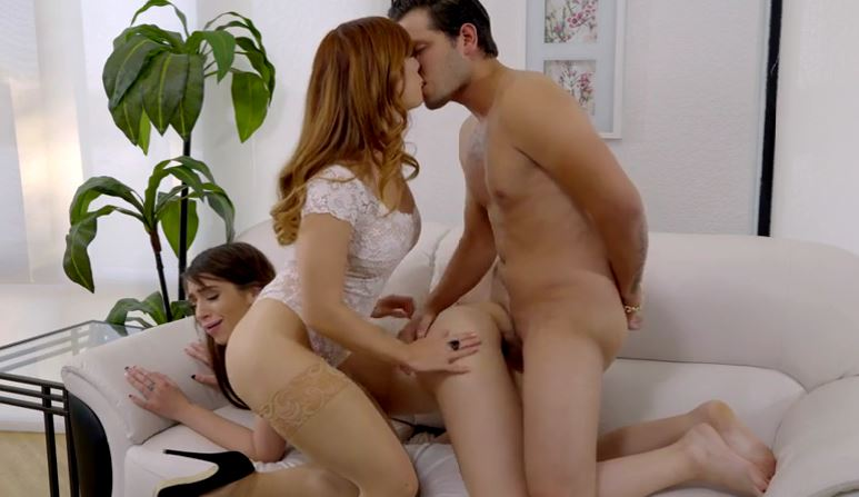159 Redhead Babe Teaches Best Threesome