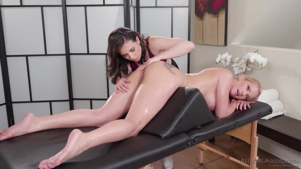 462 Use Tongue To Make Pussy Wet