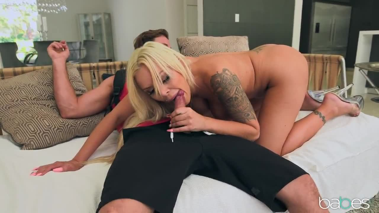 592-Exclusive – Blonde MILF Has Awesome Sex Experience