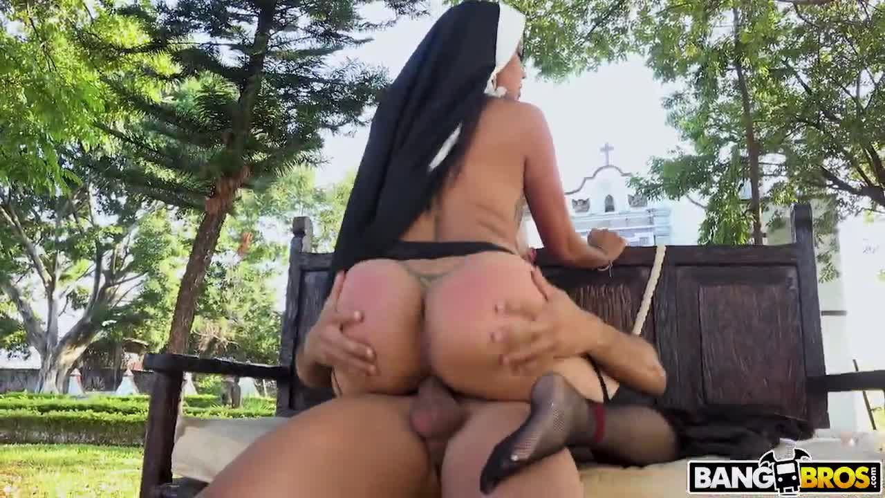 506 Holly Big Ass And Outdoor Pussy Fuck