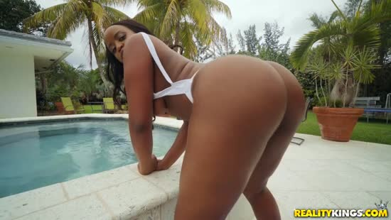 923 Juicy Ebony Ass Gets Outside Fuck Free HD Porn